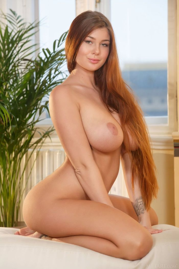 Busty Gorgeous Shaved Brunette Babe Scarlett Lee with Perfect Breast13 1 Русская в чулках с большими сиськами